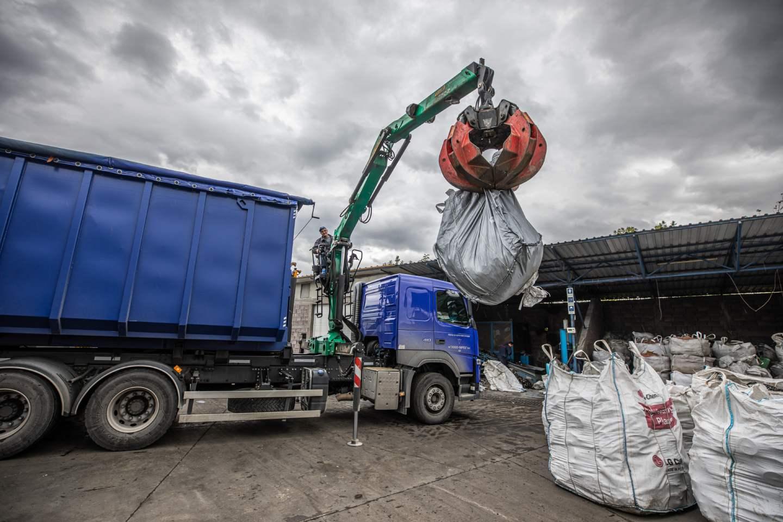 Das Foto vom Abfallsammelwagen - Jugo-Impex - Abfallsammlung und -transport